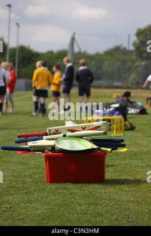 Sportgeräte bereit für eine Turnstunde - Stockfoto
