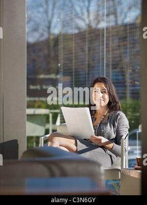 Business-Frau im Cafe - Stockfoto