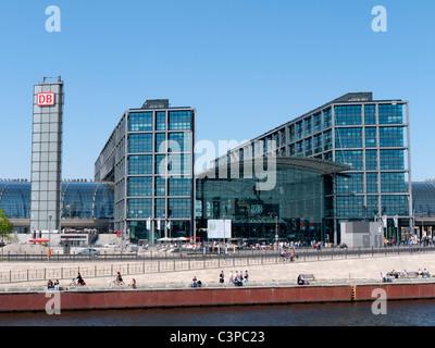 Außenansicht des modernen Berlin Hauptbahnhof oder Hauptbahnhof in Deutschland - Stockfoto