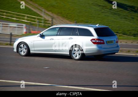 Mercedes Anwesen auf der M62 - Stockfoto