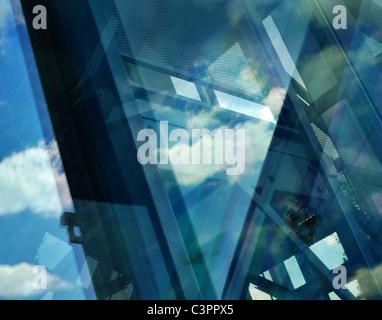 Abstrakte reflektierenden architektonische Komposition.