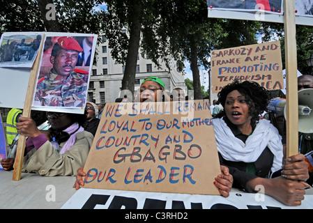 pro Präsident Gbagbo Anhänger protestieren Französisch & UN Störungen, rigging Wahl & erstellen Bürgerkrieg in der - Stockfoto