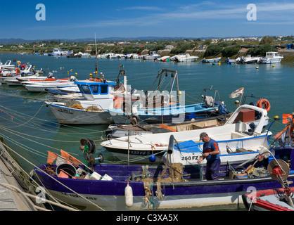 Der Ost-Algarve, Portugal Fuseta, Angelboote/Fischerboote im Hafen - Stockfoto