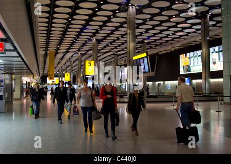 Flughafen Heathrow Terminal 5 Anspruch Gepäckhalle - London - Stockfoto