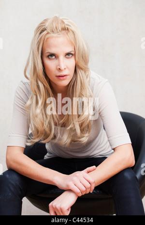 Porträt einer jungen Frau - Stockfoto