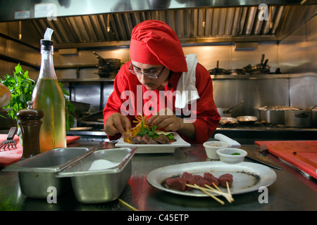 Ein Koch bereitet ein Känguru Steak in einem New Yorker Restaurant nach hob das Verbot das Fleisch serviert wurde. - Stockfoto