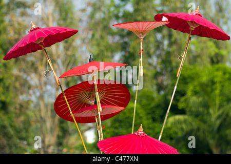 Asiatische Sonnenschirme traditionelle asiatische sonnenschirme stockfoto bild 80202508 alamy