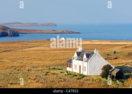 Isle Of Skye, innere Hebriden, Schottland. Häuser am Balmacqueen an der Nordspitze der Inseln auf der Halbinsel - Stockfoto
