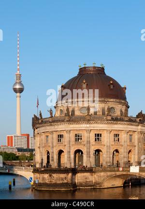 Abends Blick auf Bode-Museum auf der Museumsinsel oder Museumsinsel in Mitte Berlin Deutschland - Stockfoto