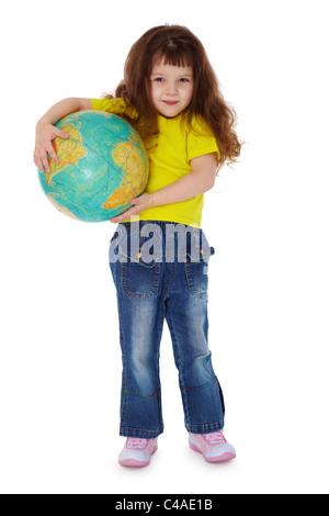 Das kleine Mädchen hält Globus isoliert auf weißem Hintergrund - Stockfoto