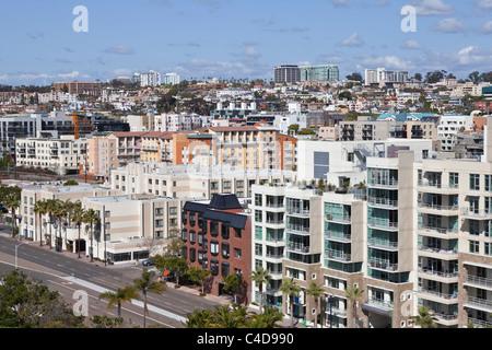 Dichten Hang Architektur in der malerischen Innenstadt von San Diego Kalifornien. - Stockfoto