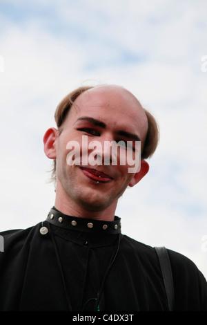 """Gotische Enthusiast tragen funky Kostüm an der jährlichen Wave Gotik Treffen Festival für """"dunkle"""" Musik und Kunst - Stockfoto"""