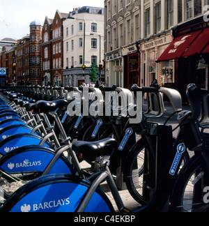 Barclays Bank gesponsert mieten Boris Bikes an einer Docking-Station am Theatre Royal Drury Lane, Covent Garden - Stockfoto