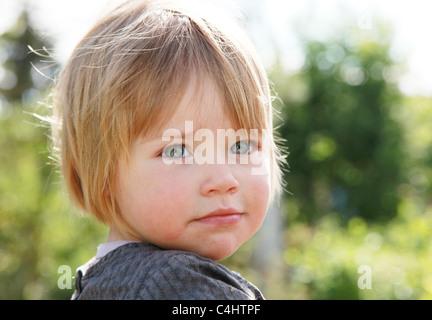 Kopf & Schulter Porträt eines Kleinkindes - Stockfoto