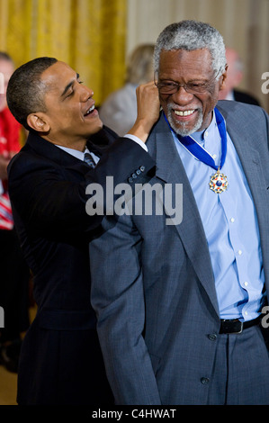 Präsident Barack Obama stellt die Presidential Medal Of Freedom, Bill Russell - Stockfoto