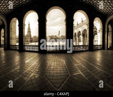 ES - Andalusien: Sevillas berühmten Plaza de Espana - Stockfoto