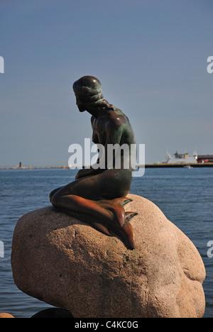 Die Statue der kleinen Meerjungfrau (Den Lille Havfrue), Kopenhagen, Hovedstaden Region, Königreich Dänemark - Stockfoto