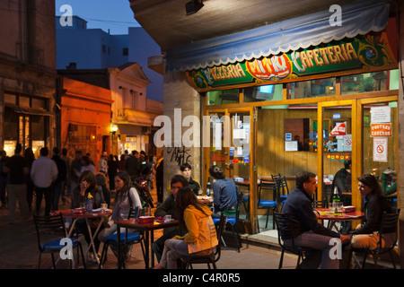 Nachtansicht des San Telmo Street berühmt für Antiquitätenläden, Buenos Aires, Argentinien - Stockfoto