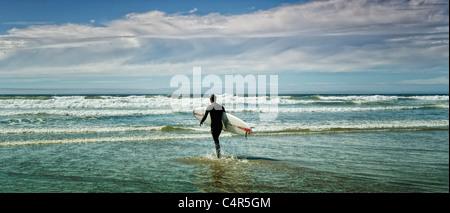 Panorama des Surfers auf Long Beach, Vancouver Island, b.c., Kanada - Stockfoto