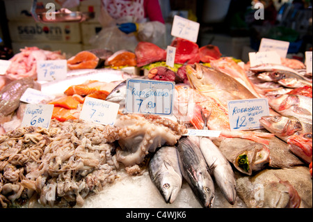 "Meeresfrüchte-Stall am Markt ""La Boqueria"" in Las Ramblas von Barcelona, Spanien - Stockfoto"