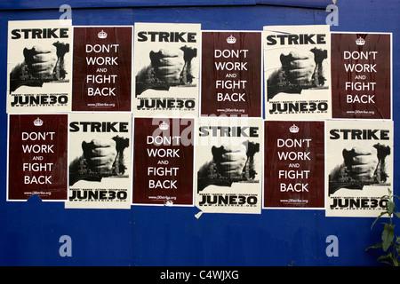 Poster Förderung am 30. Juni 2011 zu einen Streik gegen die Regierung Kürzungen öffentlicher Renten - Stockfoto