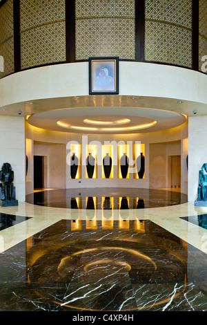 https://l450v.alamy.com/450vde/c4xp4h/das-interieur-des-hotels-raffles-dubai-in-dubai-vereinigte-arabische-emirate-c4xp4h.jpg
