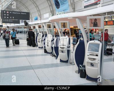 Air Canada elektronischen Check-in Automaten am Toronto Pearson internationaler Flughafen - Stockfoto