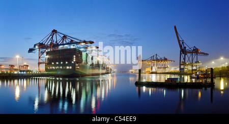 Containerschiff CSCL STAR Hongkong, eines der größten Containerschiffe der Welt, Eurokai Container Terminal, Hamburg, - Stockfoto
