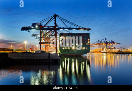 Containerschiff CSCL STAR Hongkong, eines der größten Containerschiffe der Welt, Eurokai Container Terminal Hamburg - Stockfoto