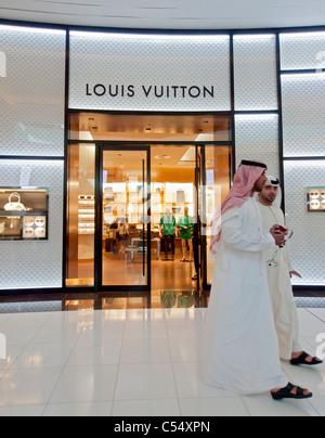 9037c55960c26 ... Louis Vuitton Store in der Dubai Mall in Dubai Vereinigte Arabische  Emirate VAE - Stockfoto