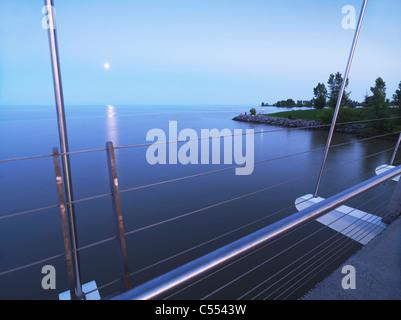 Ansicht der Humber Bay von The Humber River Bogenbrücke in Toronto während des Sonnenuntergangs. Toronto, Ontario, - Stockfoto