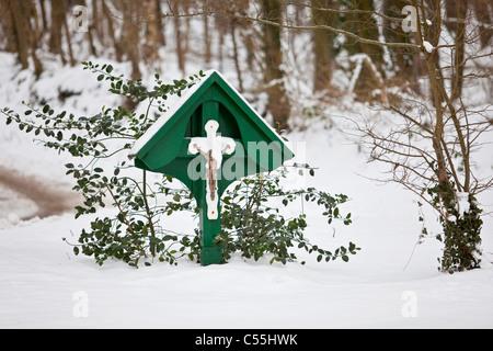 Die Niederlande, Slenaken, Statue von Jesus Christus. Winter, Schnee
