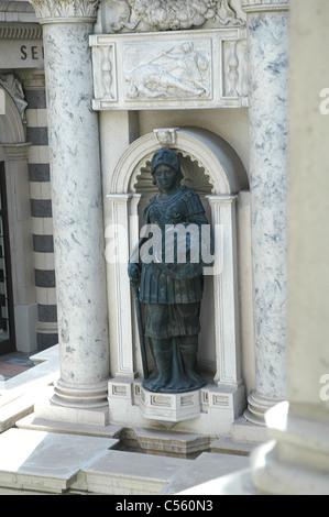 Reproduktionen von Statuen gefunden in Venedig, Italien schmücken das Venetian Hotel and Casino in Las Vegas, Nevada. - Stockfoto