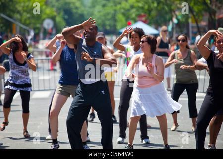 Tanz, die Wahrnehmung in der Öffentlichkeit, Montreal, Kanada - Stockfoto