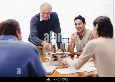 Geschäftsmodell Menschen untersuchen - Stockfoto