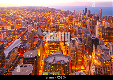 Chicago, von oben, vom Willis Tower, Chicago, Illinois, USA, USA, Amerika, Gebäude, Lake Michigan, Lichter, Dämmerung, - Stockfoto