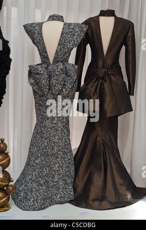 Paris, Frankreich, Kleider Luxury Frauen auf Anzeige ...