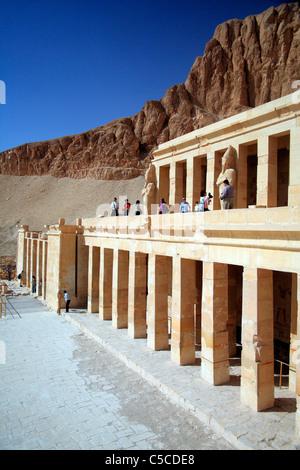 Leichenhalle Tempel der Hatschepsut, Deir el-Bahari, Luxor (Westjordanland), Ägypten - Stockfoto