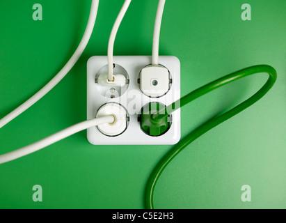 Elektrischen Leitungen in weiße Wand Stockfoto, Bild: 93326356 - Alamy