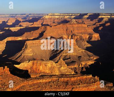 Grand Canyon vom South Rim, in dramatischen Dämmerlicht. - Stockfoto