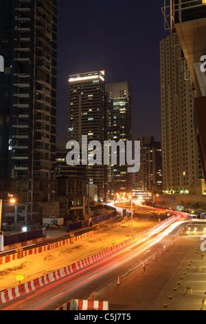 Straße im Bau in Dubai Marina, Vereinigte Arabische Emirate - Stockfoto