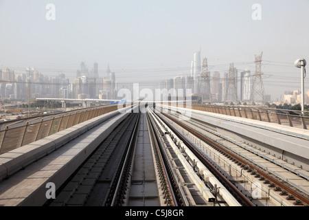 U-Bahn-Gleise in Dubai, Vereinigte Arabische Emiratesd - Stockfoto