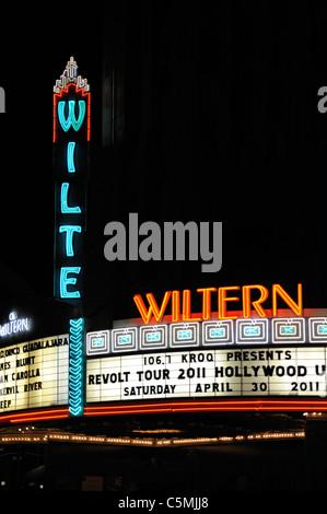 Wiltern Theatre am Wilshire Boulevard in Los Angeles, Kalifornien, USA - in der Nacht - Stockfoto