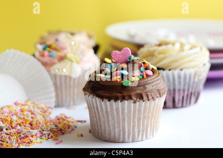 mini herz muffins stockfoto bild 310404229 alamy. Black Bedroom Furniture Sets. Home Design Ideas