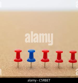 Pins auf einem Brett - Stockfoto