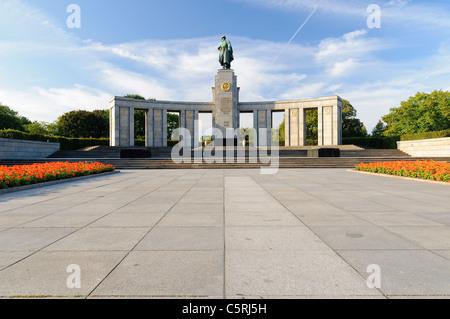 Sowjetische Ehrenmal im Tiergarten Park, Berlin, Deutschland, Europa - Stockfoto