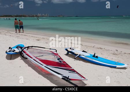 Surfbretter in Palm Beach, Aruba, Niederländische Karibik - Stockfoto