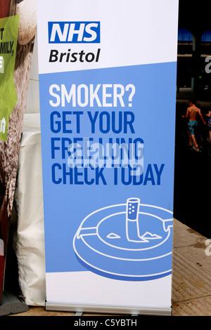 NHS-Lunge-Check und Raucher Bewusstsein Wahlplakat - Stockfoto