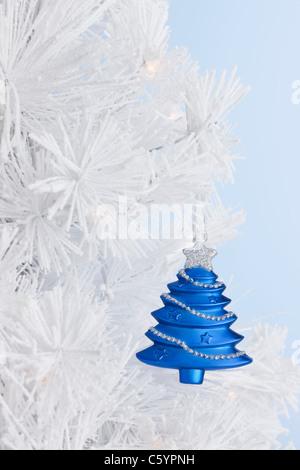 blue christmas tree bauble stockfoto bild 127149765 alamy. Black Bedroom Furniture Sets. Home Design Ideas