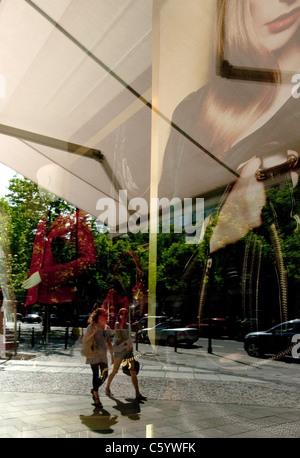 vor exklusiven Geschäften am Kurfürstendamm in Charlottenburg Berlin Deutschland - Stockfoto